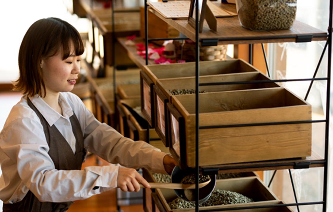 コーヒーに関するさまざまな商品、サービスを展開し、新しい技術に積極的にチャレンジします。